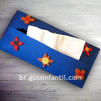 Porta-gafas o porta-pañuelos caseros hechos con fieltro