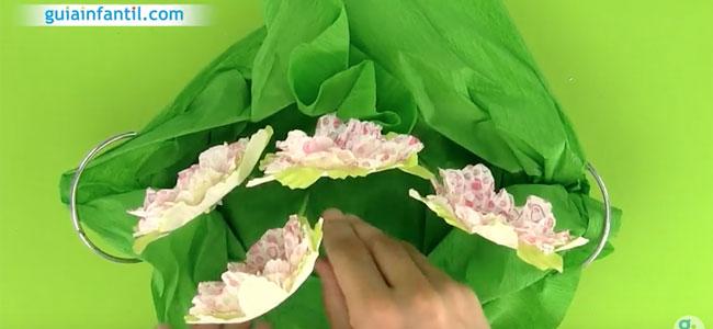 Maceta con flores para regalar al profesor. Paso 5