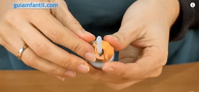 Poner plastilina en la tapa