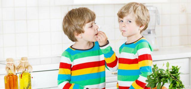 La moda para niños gemelos