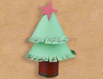 Rbol de navidad de cart n manualidades de reciclaje para for Hacer figuras navidenas manualidades