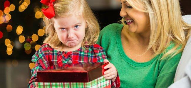 Por qué no dar muchos regalos a los niños