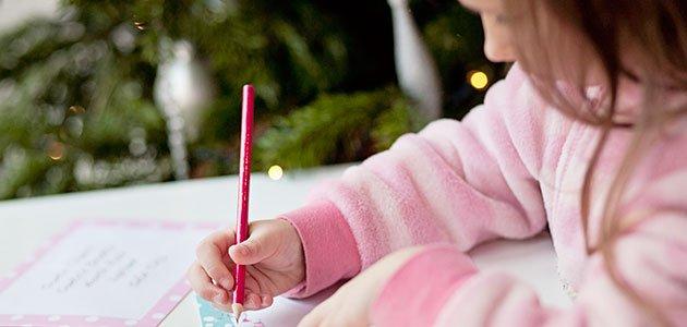 Niña escribe carta a los reyes