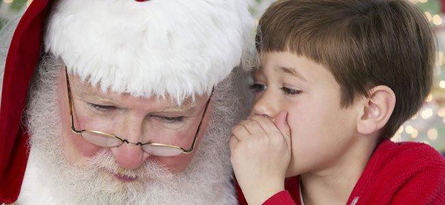 Niño habla con Papá Noel