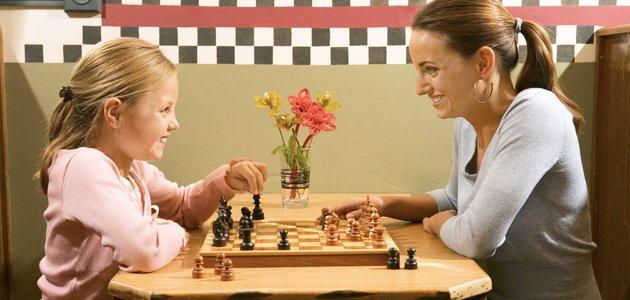 Jugar al ajedrez con los niños
