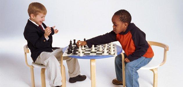 Resultado de imagen para niños jugando ajedrez