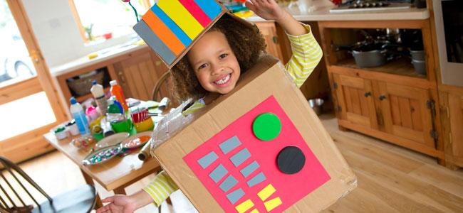 Juegos con cajas de cartón para incentivar la imaginación de los niños