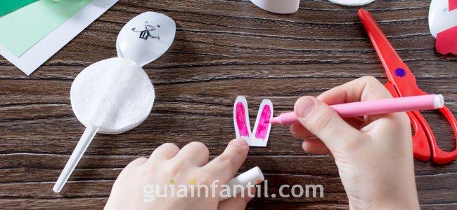 Conejo hecho de cuchara para niños. PAso 2