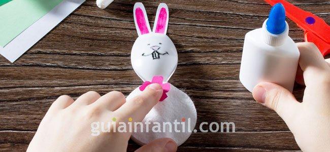 Cómo hacer conejo de pascua con cuchara. PAso 3