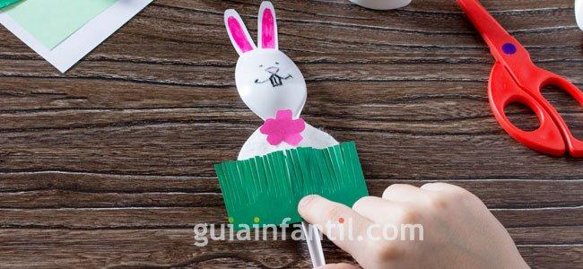 Como hacer un conejo con cuchara. PAso 5