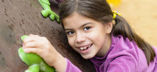 Ventajas de hacer escalada para niños