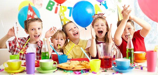 Niños celebrando cumpleaños