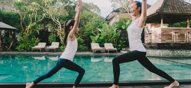 Postura de yoga del Guerrero indio