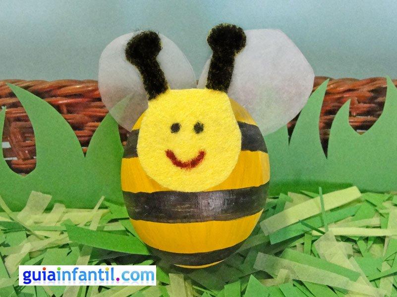 abeja voladora manualidades infantiles con huevos