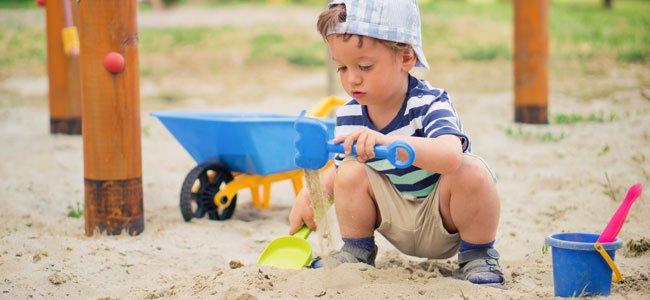 Beneficios de jugar con la arena para los ni os for Para desarrollar un parque ajardinado