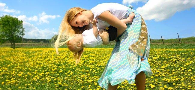 Madre que baila con bebé