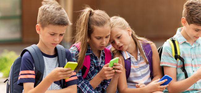 Lo que debemos tener en cuenta si vas a comprar un smartphone a tu hijo adolescente