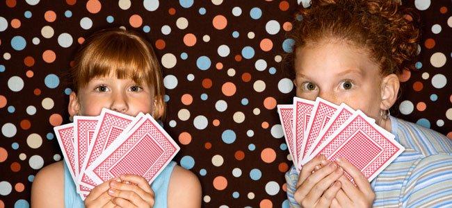 Niñas con cartas