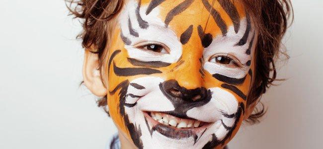 Niño maquillado de tigre