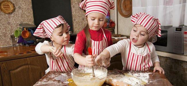 Niños cocinan