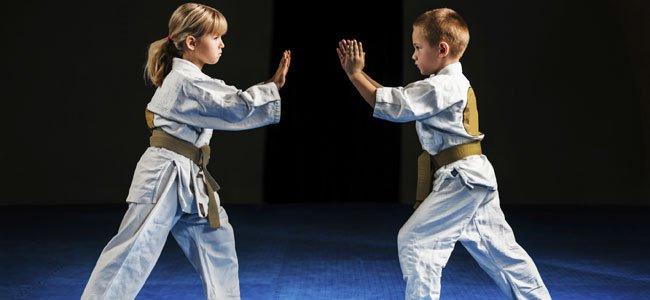 Niños hacen aikido