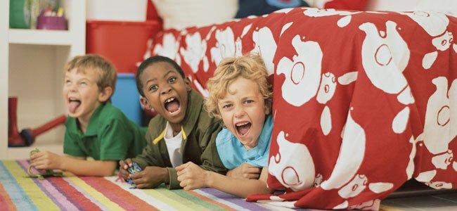 Niños bajo la cama