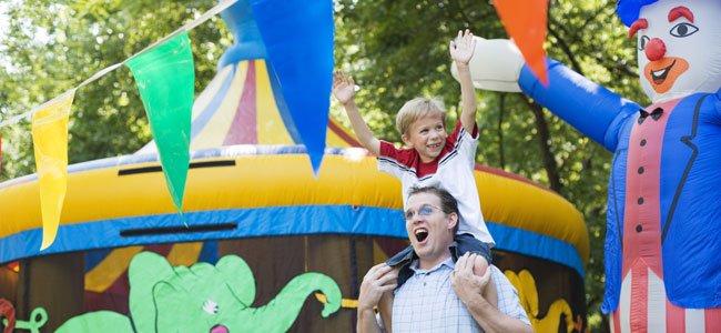 Niño y padre en circo