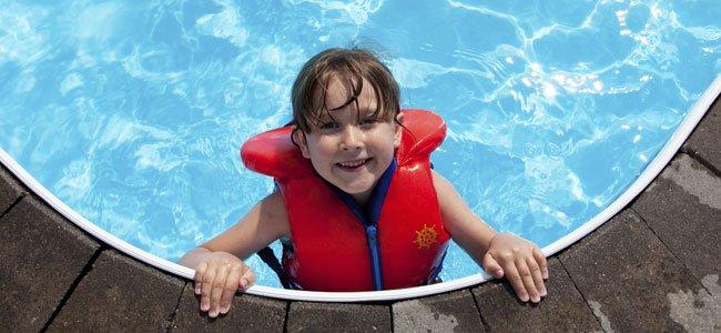 seguridad de los niños en la piscina