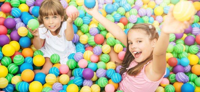 Diez beneficios de las piscinas de bolas para los ni os for Piscinas de bolas para bebes
