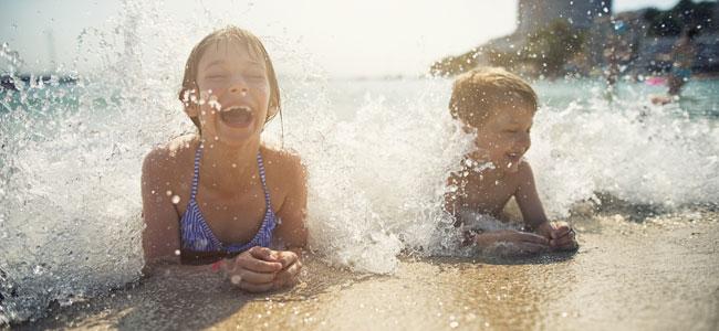 Vacaciones provocan más felicidad en los niños que los juguetes