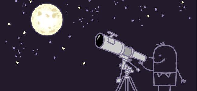 Muñeco mira la luna