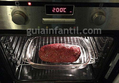 Carne picada rellena de verduras y huevo. Paso 3