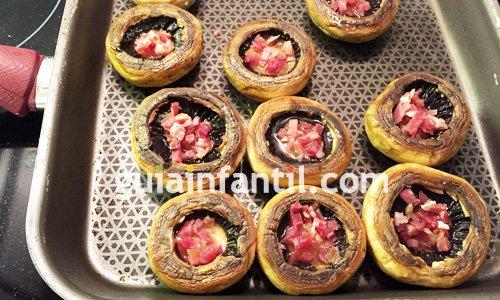 Receta de champiñones rellenos de jamón y huevo. Paso 4