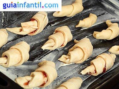 Croissants rellenos para niños. Paso 3