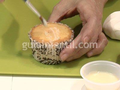 Cupcake con forma de regalo para niños. Paso 1