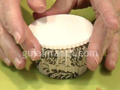 Cupcake con forma de regalo para niños. Paso 2