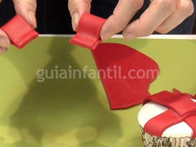 Cupcake con forma de regalo para niños. Paso 4