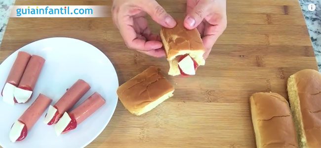 Hot dog de dedos sangrientos para Halloween. Paso 4