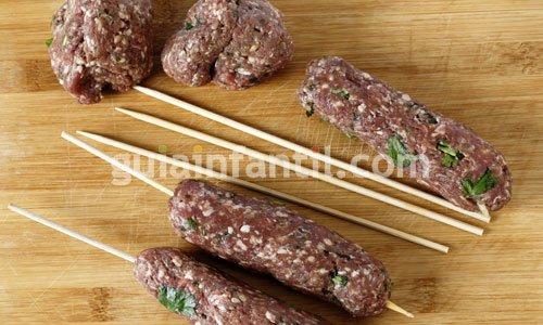 Cómo hacer brochetas de carne o kafta