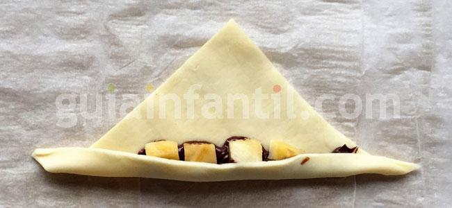 Mini croissant relleno de plátano y chocolate. Paso 4
