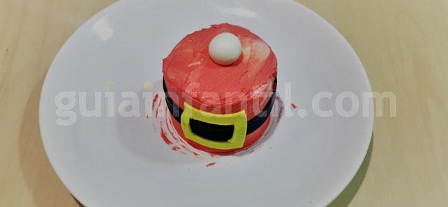 Mini tarta de Papá Noel de Navidad. Paso 7