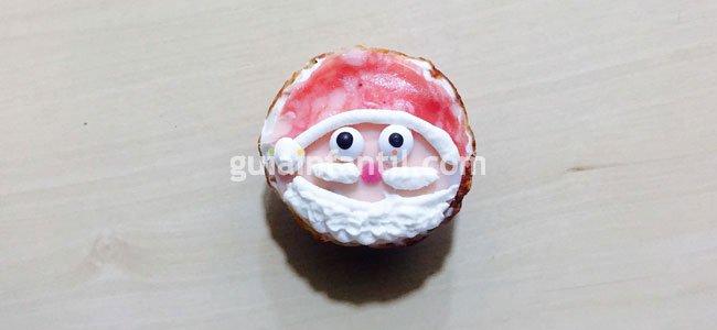 Canapé con la cara de Santa Claus. Paso 5