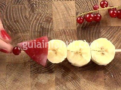 Muñeco de nieve con plátano. Paso 2