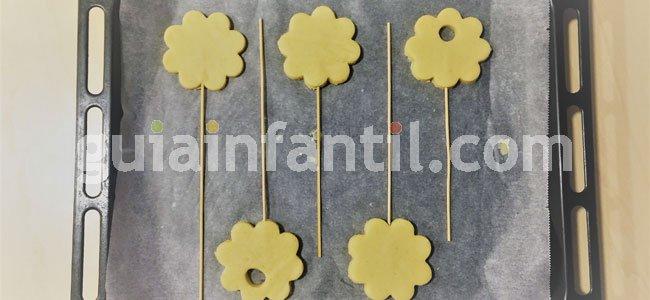 Receta de ramo de flores de galleta. Paso 3