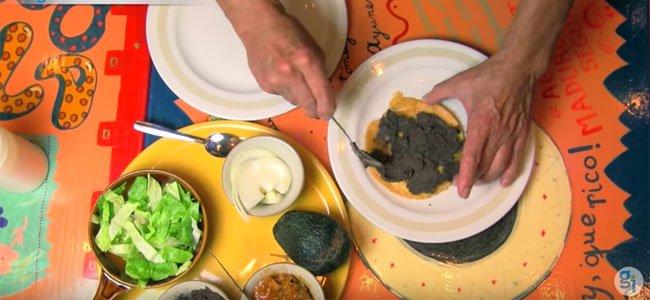 Cómo hacer una tostada de tinga