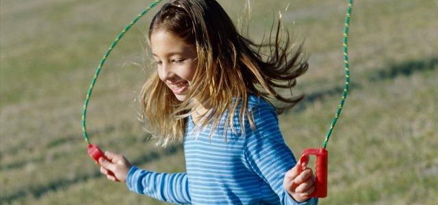 Beneficios de saltar a la comba para niños