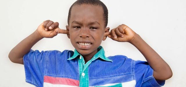 Errores al quitar la cera de los oídos infantiles