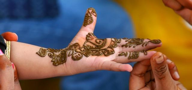 Los tatuajes con henna para niños