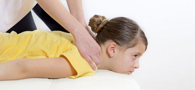 Cómo aliviar el dolor de espalda en los niños