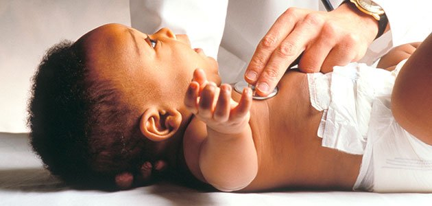 Bebé en el médico